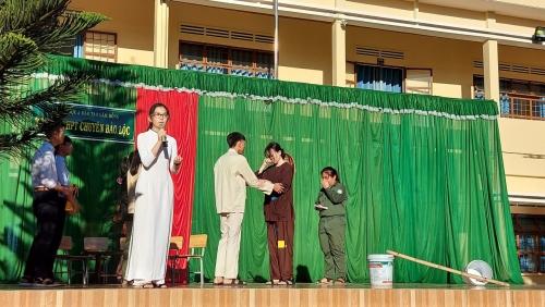 Học tập và làm theo tấm gương đạo đức Hồ Chí Minh nhân dịp kỷ niệm 38 năm ngay Nhà giáo Việt Nam