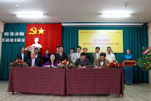 Lễ ký kết thoả thuận hợp tác giữa  ngành Giáo dục Lâm Đồng và chi nhánh Viettel Lâm Đồng giai đoạn 2014-2020