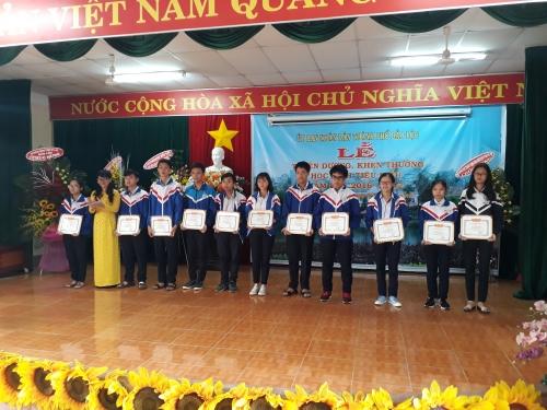 Toàn cảnh buổi lễ trao thưởng học sinh xuất sắc năm học 2016-2017 của UBND TP Bảo Lộc