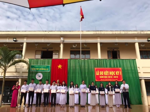 Trường THPT Chuyên Bảo Lộc long trọng tổ chức lễ sơ kết học kì I năm học 2018-2019