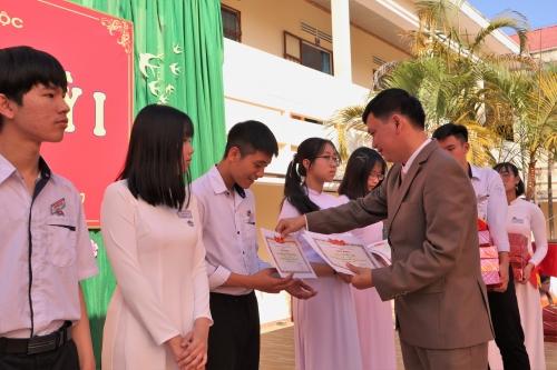 Trường THPT Chuyên Bảo Lộc long trọng tổ chức lễ sơ kết học kì I năm học 2019-2020