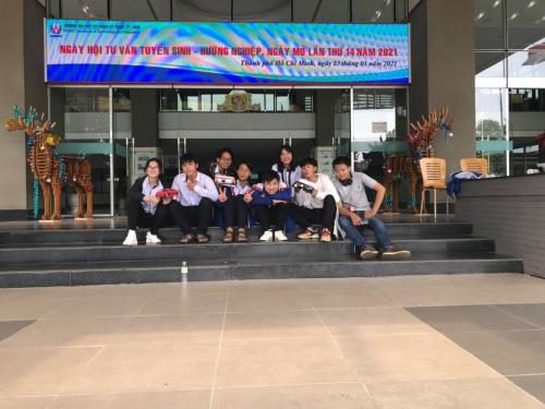 Trường THPT Chuyên Bảo Lộc tham gia cuộc thi đua xe chạy bằng NLMT tại ĐHSP KT TP.HCM