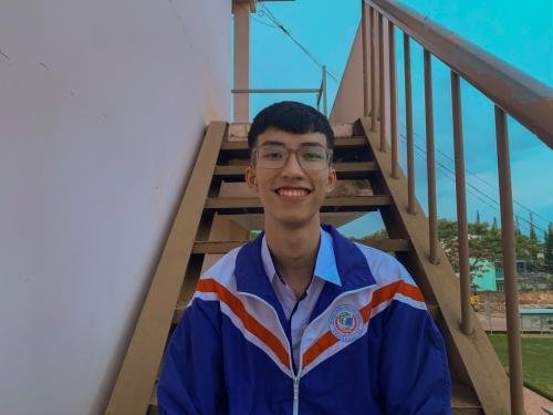 Em: Lê Hoàng Trường - Lớp 12 Chuyên Tin dành học bổng toàn phần Olympic Tin học